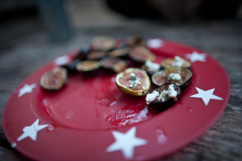 grilled figs and goat cheese