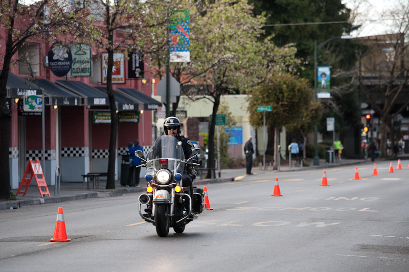 oakland marathon 2012: police moto leads the pack