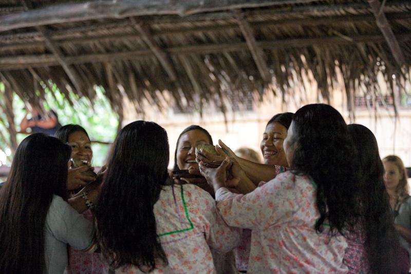 kichwa women dancing
