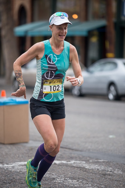 Devon Yanko wins the 2015 Oakland Marathon